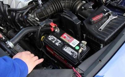 一台小车停一年电瓶还有电吗 为什么汽车电瓶用了一年就不给力了