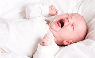 男宝宝好几个月不哭是好是坏 男宝宝几个月不哭怎么办