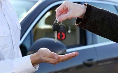 车价20万全款和贷款哪个更划算 为什么贷款买车保险和手续费花费多