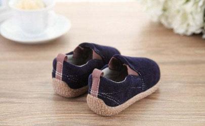 一岁宝宝怎么选择学步鞋 一岁宝宝买鞋买大一点好吗