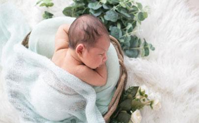 8个月宝宝身高多少正常 8个月宝宝喂夜奶会影响发育吗