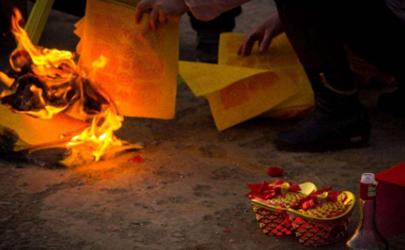 2021中元节是哪一天 中元节要去给去世的人上坟吗
