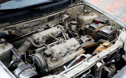 汽车电瓶为什么老生锈 汽车电瓶生锈了怎么处理