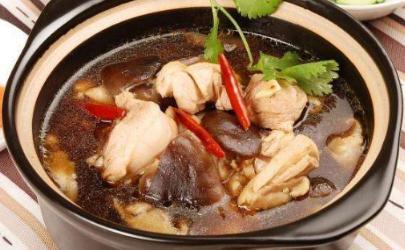 小鸡炖蘑菇用多大的鸡好 小鸡炖蘑菇的鸡多大年龄