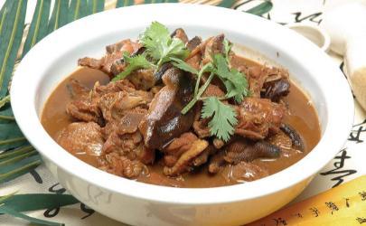 小鸡炖蘑菇不需要把鸡肉焯水吗 小鸡炖蘑菇鸡肉怎么处理