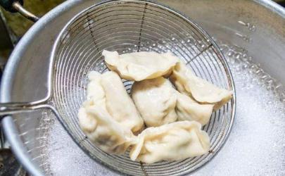 煮饺子煮到什么程度算熟 怎么判断煮饺子熟了