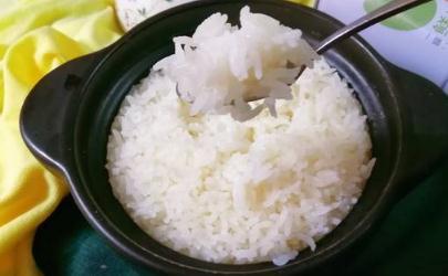 蒸米饭为什么会硬 蒸米饭发硬是怎么回事