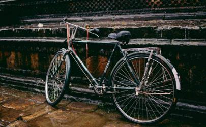 自行车辐条断了一根还能骑吗 自行车辐条断了要换轮子吗
