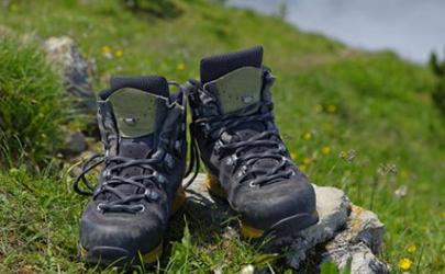 登山鞋可以在雪地穿吗 登山鞋可以在生活中穿吗