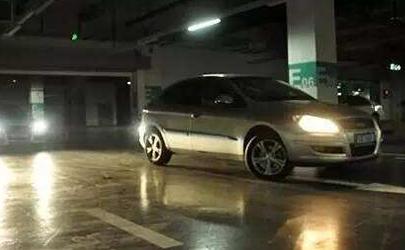 汽车闪大灯次数有寓意 新手司机必须知道的行车暗语