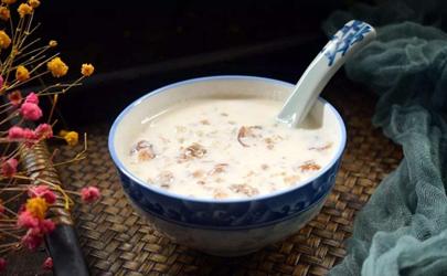 牛奶和桃胶一起煮怎么出现絮状?一般和桃胶没啥关系!