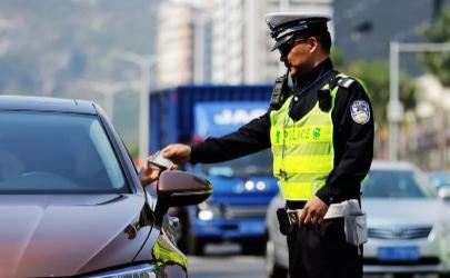 一盔一带新规定:不想罚款后排一定要系安全带!