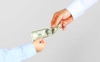给同事带东西她忘记给钱怎么办?要提醒吗?