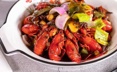 小龙虾闻着臭臭的是坏了吗?有可能是自身的腥味!