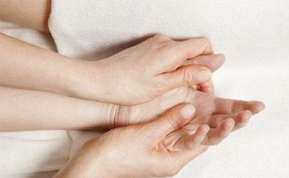手总是抽筋是怎么回事?这些原因一定要知道