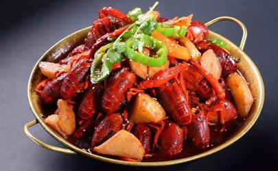 小龙虾吐沙是放清油还是醋?一般放白醋和食盐!