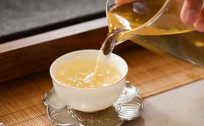 发烧喝老白茶水好吗?生病不要乱喝茶