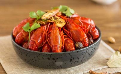 小龙虾放香菜是不是多余 小龙虾放香菜好吃还是放芹菜好吃