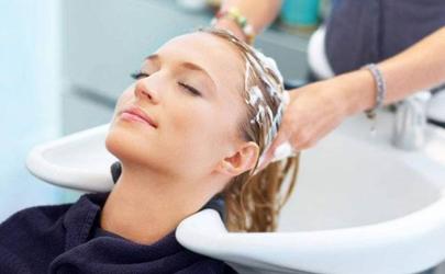 花露水洗头发有损伤吗