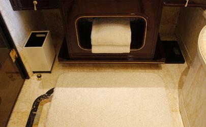 卫生间都铺防滑垫好搞卫生吗