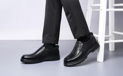鞋子受潮有黑点怎样洗掉