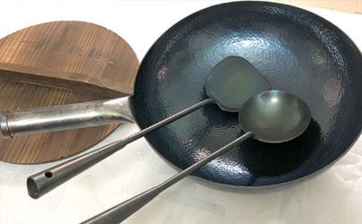 铁锅炒菜粘锅吗