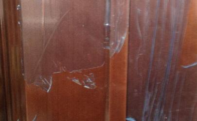 入户门的保护膜怎么撕