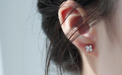 为什么戴耳钉耳洞会臭