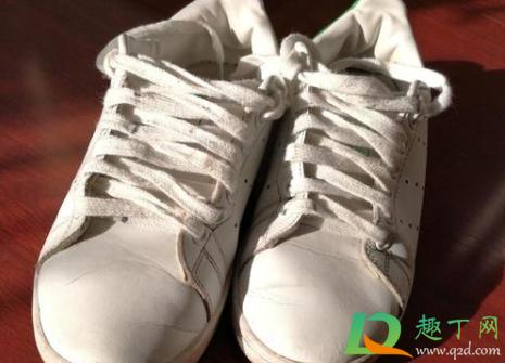 小白鞋上的铁锈怎么洗1