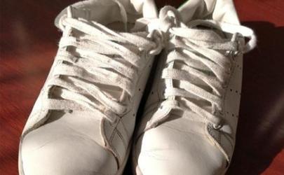 小白鞋上的鐵銹怎么洗