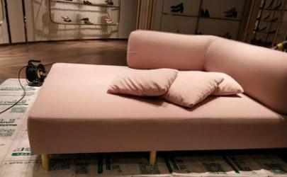 沙发上的指甲油用什么可以擦掉