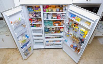 冰箱冷藏室结冰用热水快速除冰可以吗