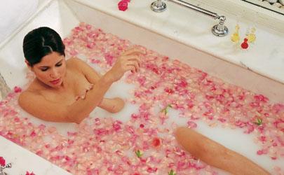 自己在家泡澡放什么好