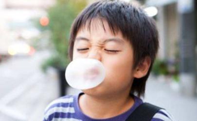 口香糖咽下去怎么办掐在嗓子眼