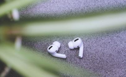 蓝牙耳机脏了能直接用水洗吗