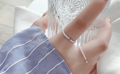 戴戒指有印子是小了吗