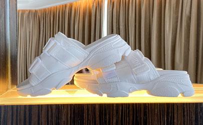 塑料拖鞋味道很重能穿吗