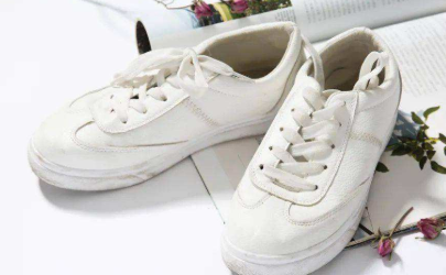 鞋子氧化发黄怎么变白