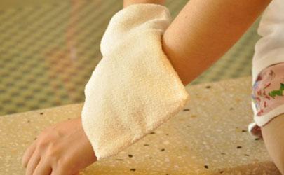 搓澡搓伤皮肤可以用芦荟胶吗