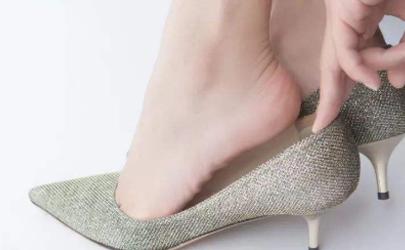 鞋子前面太窄怎么撑大