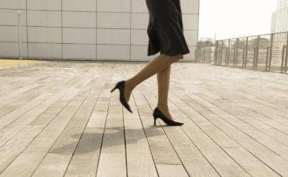 瓷砖走路鞋粘粘的响怎么办