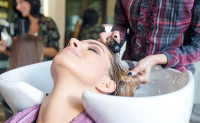 为什么理发店洗发水都一个味