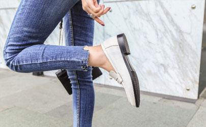 皮鞋码子合适但穿着掉根是质量问题吗