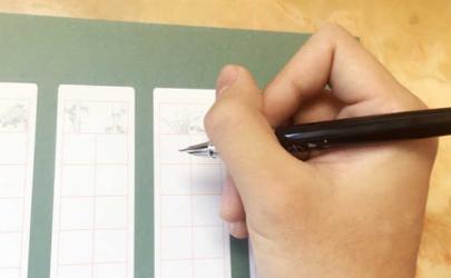 握筆的正確姿勢小學生圖片