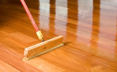 木地板上油还是打蜡