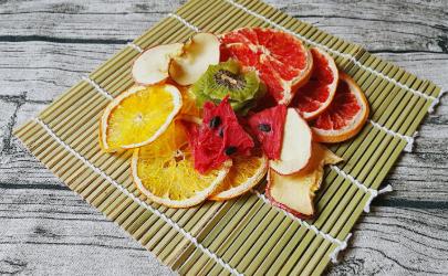 水果晾成果干热量一样吗