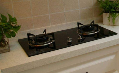 厨房灶台发黑好清洗吗