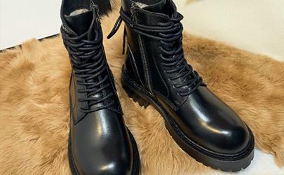 马丁靴压脚背是买小的原因吗