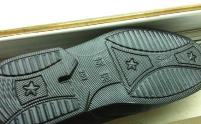 鞋底橡胶老化怎么修复