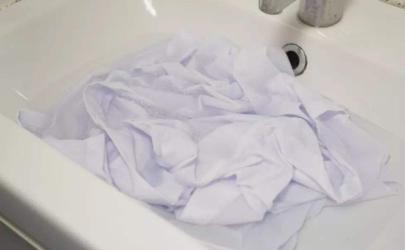 白衬衣领的黄渍怎么洗